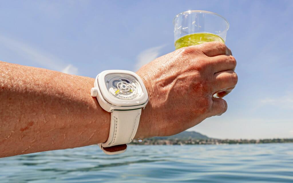 Au-poignet-montre-SEVENFRIDAY-P1C-04-Caipi-1024x640
